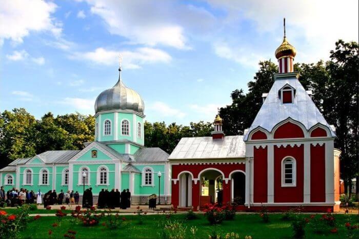serafimo-sarovskij-monastyr-700x466