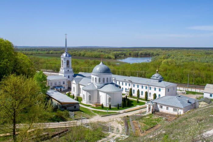 svyato-uspenskij-divnogorskij-monastyr-700x467