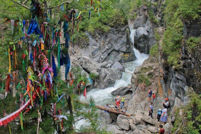 vodopady-na-reke-kyngarga-700x467