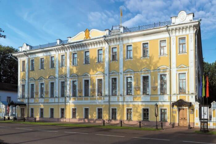 yaroslavskij-hudozhestvennyj-muzej-700x469