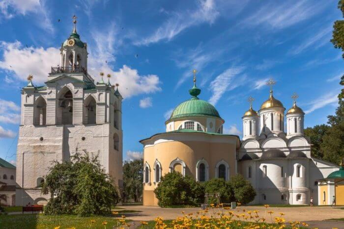 yaroslavskij-muzej-zapovednik-700x467