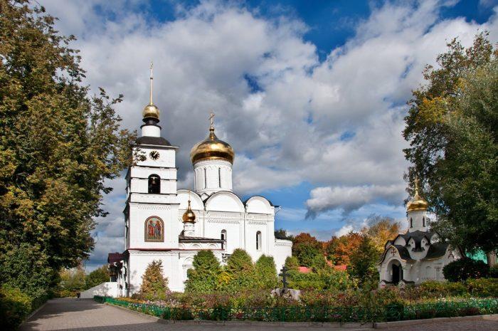 borisoglebskij-monastyr-dmitrova-700x465