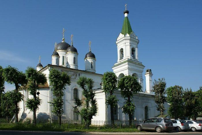 cerkov-belaya-troica-700x466
