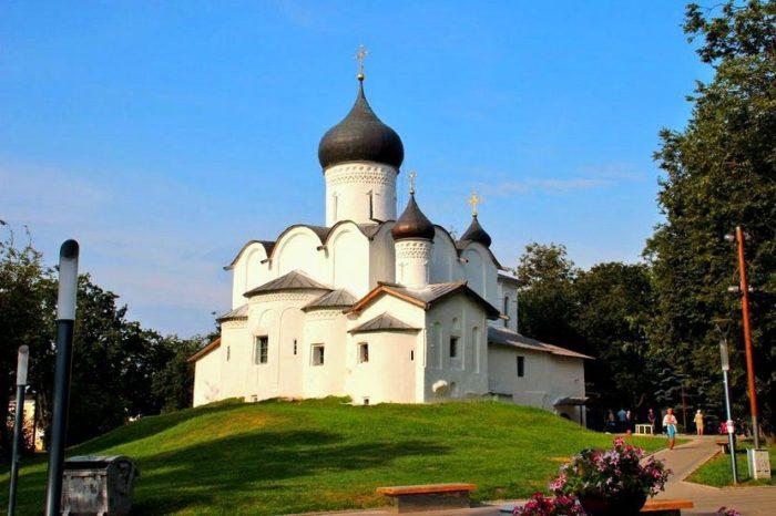 cerkov-vasiliya-velikogo-na-gorke-700x466