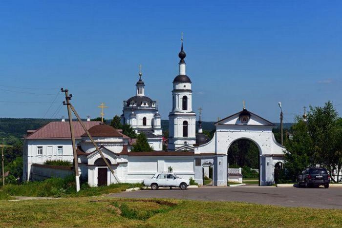 chernoostrovskij-monastyr-700x467