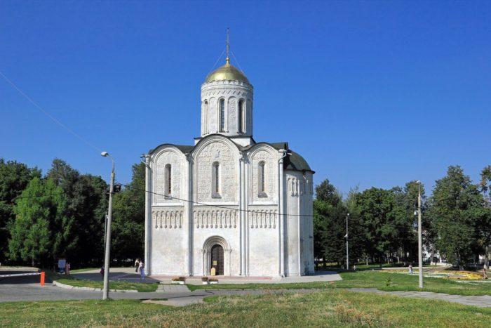 dmitrievskij-sobor-700x467