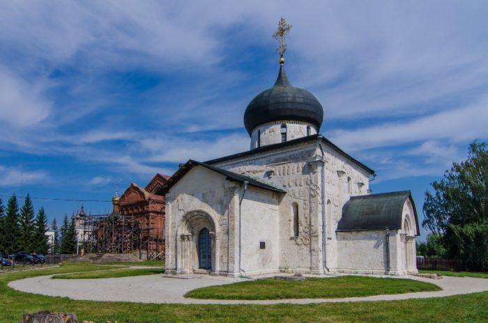 georgievskij-sobor-v-yureve-polskom-700x464