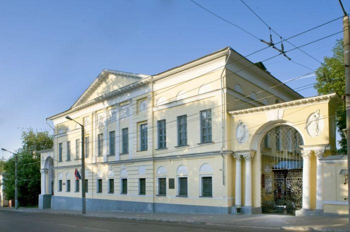 kaluzhskij-oblastnoj-kraevedcheskij-muzej-700x465