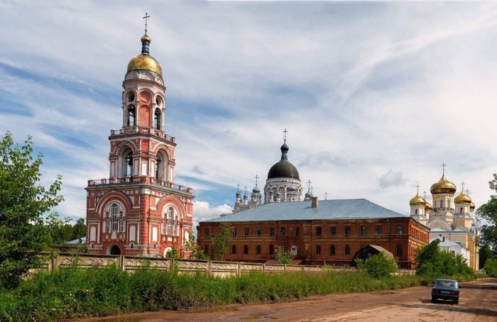 kazanskij-monastyr-v-vyshnem-volochke-700x454
