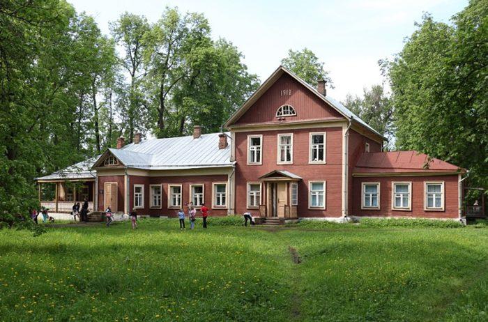 memorialnyj-dom-muzej-zhukovskogo-700x462