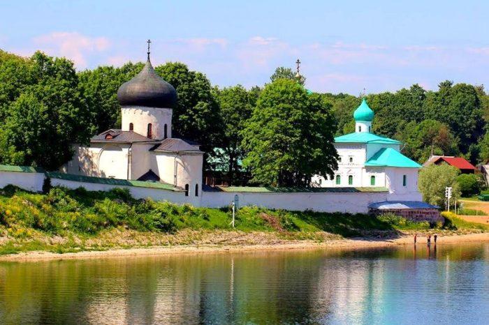 mirozhskij-monastyr-700x466