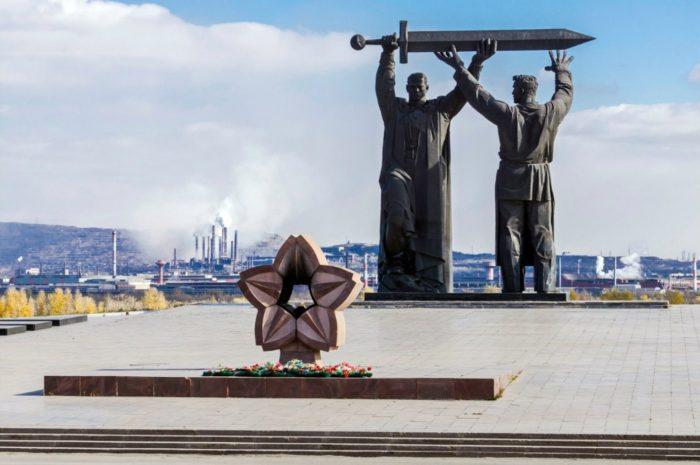 monument-tyl-frontu-700x465