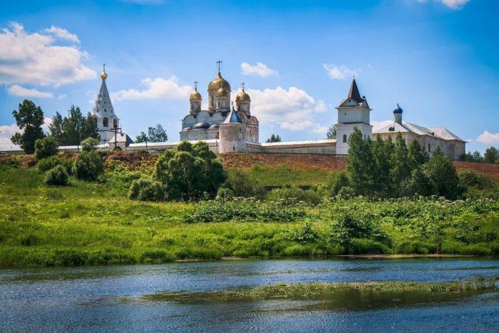mozhajskij-luzheckij-monastyr-700x467