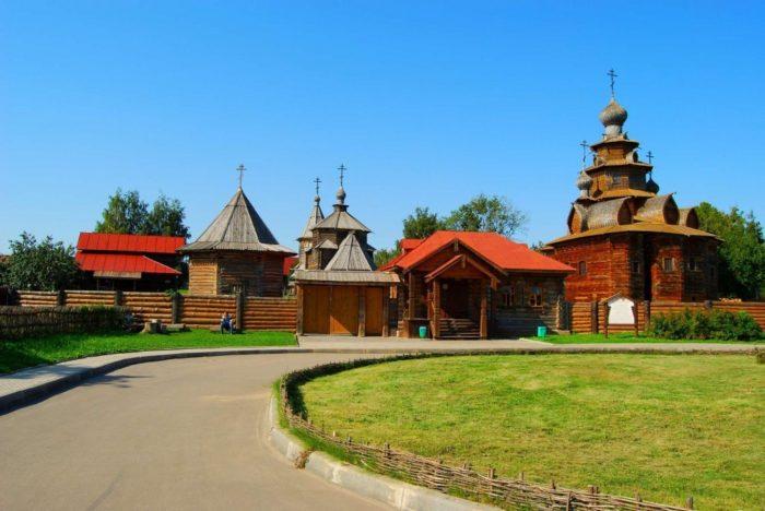 muzej-derevyannogo-zodchestva-v-suzdale-700x468