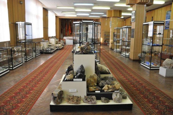 muzej-rukotvornogo-kamnya-700x465