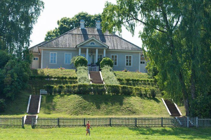 muzej-usadba-mihajlovskoe-700x466