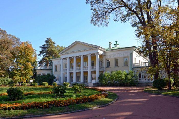 muzej-zapovednik-gorki-leninskie-700x465