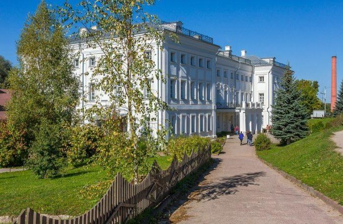 muzej-zapovednik-polotnyanyj-zavod-700x458