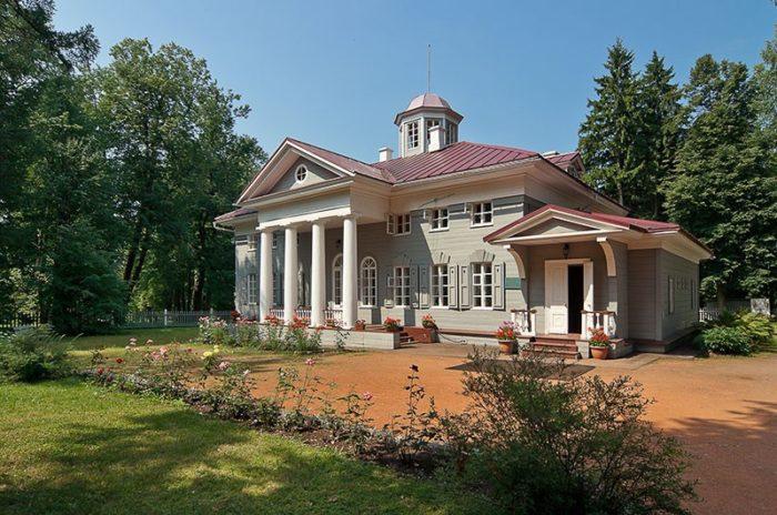 muzej-zapovednik-pushkina-700x464