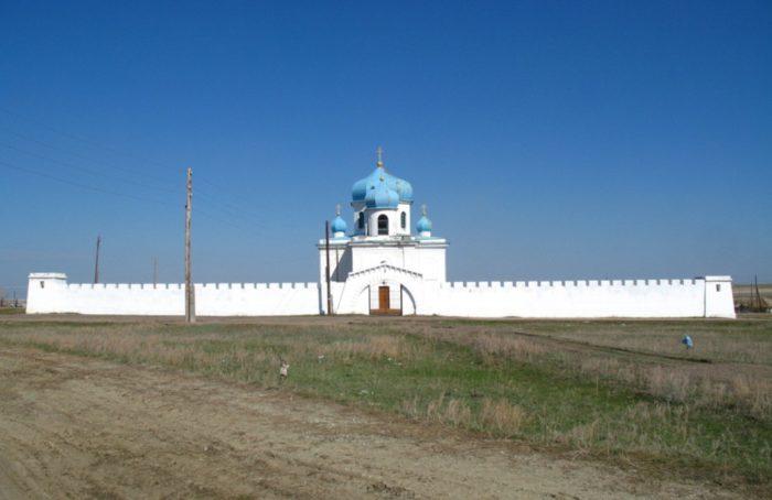 naslednickaya-krepost-700x454