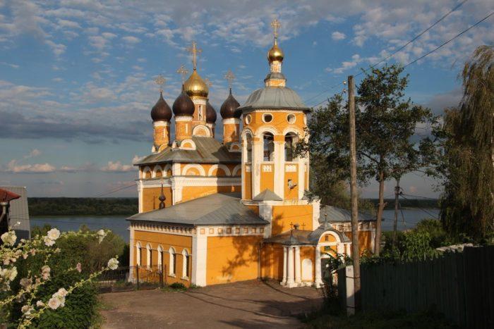 nikolo-naberezhnaya-cerkov-700x467