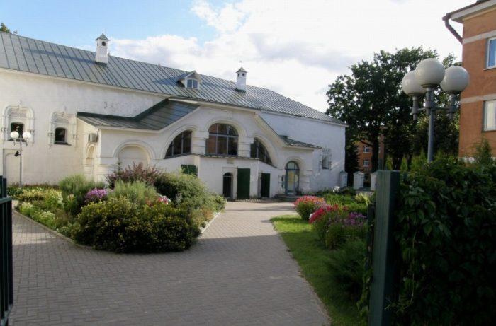 palaty-menshikovyh-v-pskove-700x461