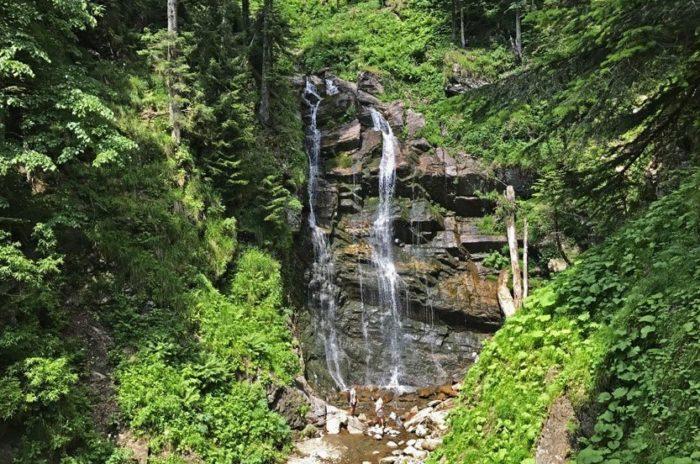 park-vodopadov-mendeliha-700x464