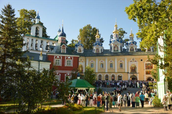 pskovo-pecherskij-monastyr-700x465
