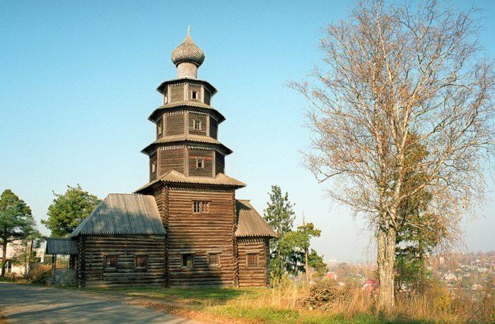 staro-voznesenskaya-cerkov-v-torzhke-700x459