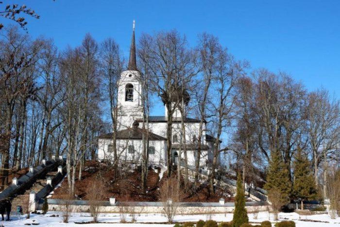svyatogorskij-monastyr-700x467
