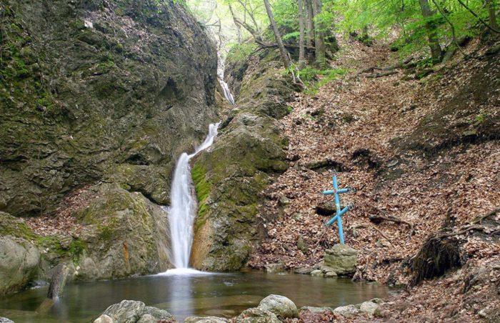 vodopad-tryoh-svyatitelej-700x452
