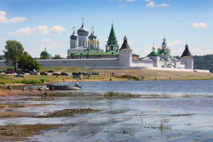 zheltovodskij-makariev-monastyr-700x467