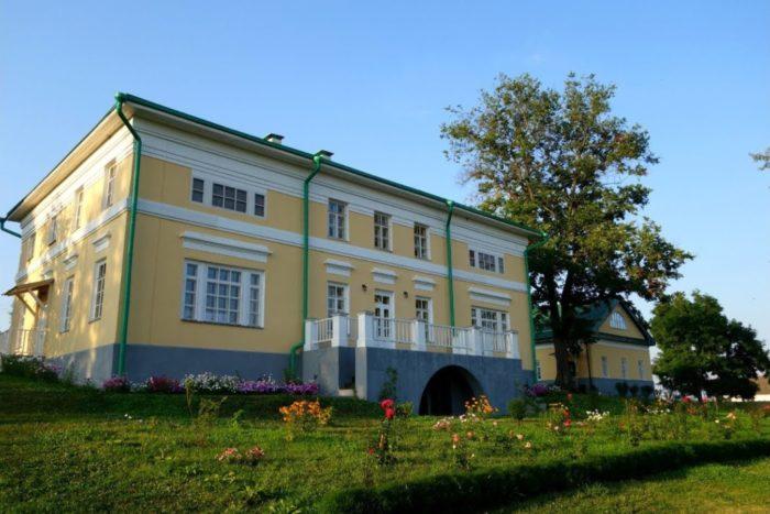dom-muzej-afanasiya-feta-700x467