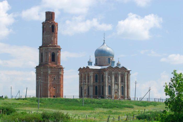 ekaterininskij-hram-v-tugustemire-700x467