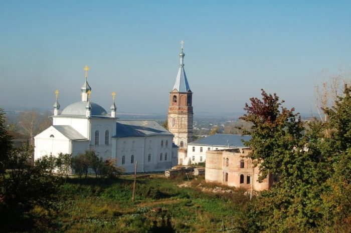 kerenskij-tihvinskij-monastyr-700x465