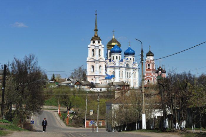 krasnaya-gorka-v-bolhove-700x467