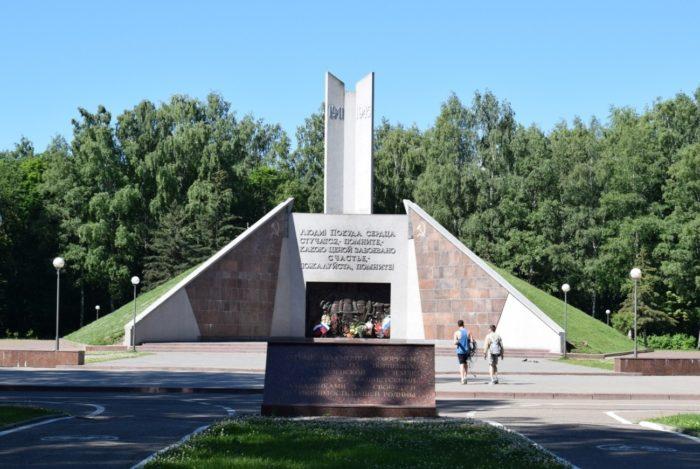 kurgan-bessmertiya-v-smolenske-700x469