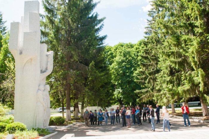 memorialnyj-kompleks-bolshoj-dub-700x465