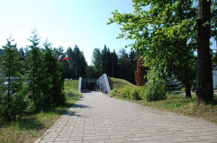 memorialnyj-kompleks-katyn-700x462