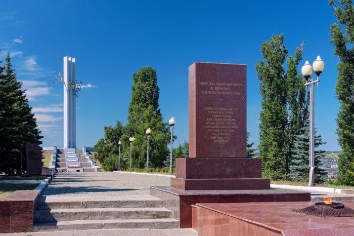 park-pobedy-v-saratove-700x466