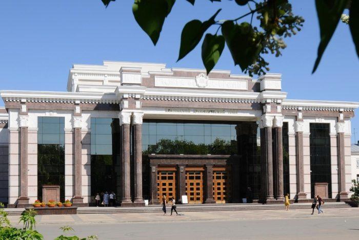 penzenskij-oblastnoj-dramaticheskij-teatr-700x469