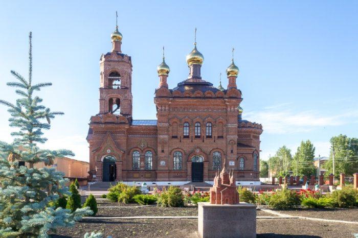 sad-hramov-v-hvalynske-700x466