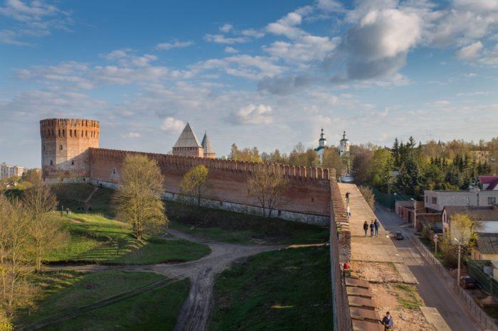 smolenskaya-krepostnaya-stena-700x466