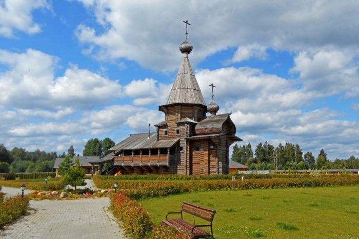 svyato-vladimirskij-monastyr-na-istoke-dnepra-700x466