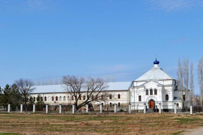 svyato-voznesenskij-dubovskij-monastyr-700x467
