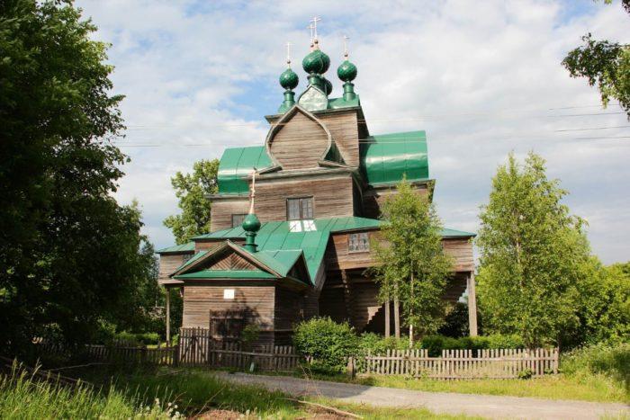 uspenskaya-nelazskaya-cerkov-700x467