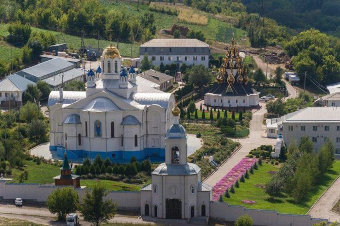 ust-medvedickij-spaso-preobrazhenskij-monastyr-700x466