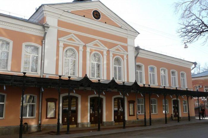 astrahanskij-dramaticheskij-teatr-700x466