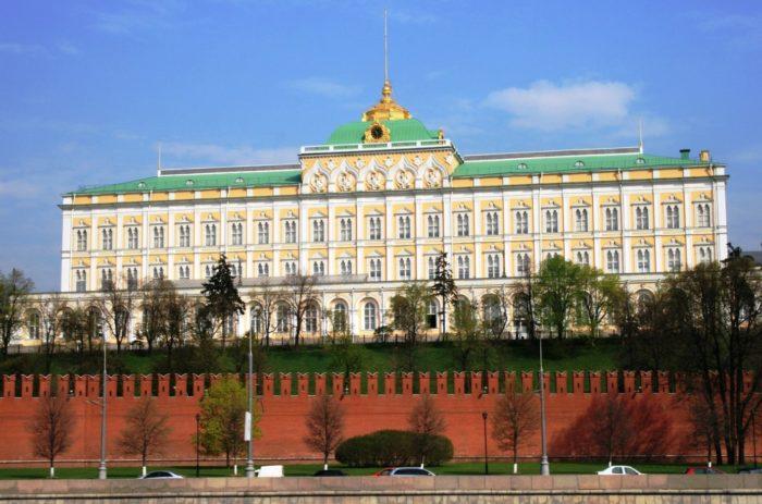 bolshoj-kremlevskij-dvorec-700x463