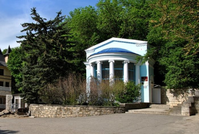celebnye-istochniki-zheleznovodska-700x470